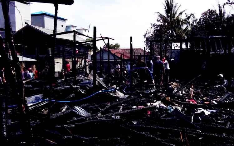 Kebakaran rumah di Desa Pembuang Hulu I RT. 07, Kecamatan Hanau, Rabu (15/3/2017).