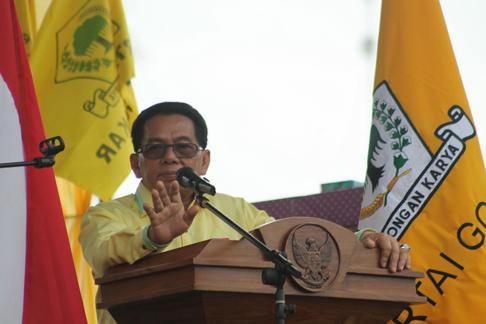Ketua Dewan Pimpinan Daerah Partai Golongan Karya Provinsi Kalteng HM Ruslan AS saat menyampaikan sambutan di acara pelantikan pengurus DPD Golkar Seruyan di lapangan Gagah Lurus, Kuala Pembuang, Sabtu (18/3/2017).