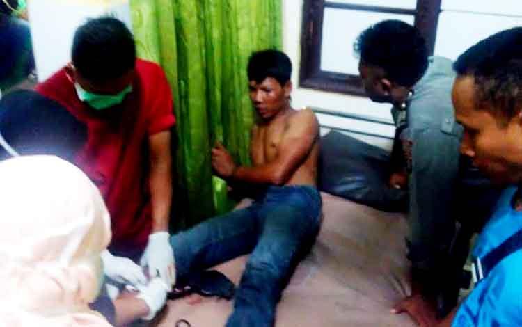 Hariyanto, pelaku pembegalan, saat menjalani perawatan di Rumah Sakit Bhayangkara, Palangka Raya.