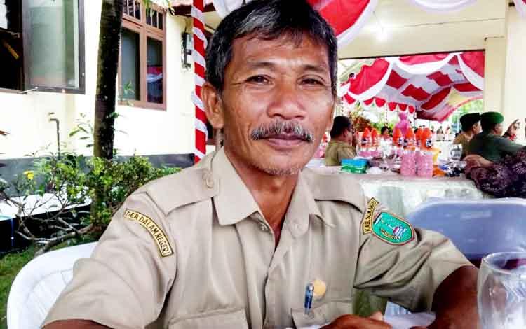 Pengurus Majelis Agama Hindu Kaharingan Kecamatan Sukamara, Sudaryani.