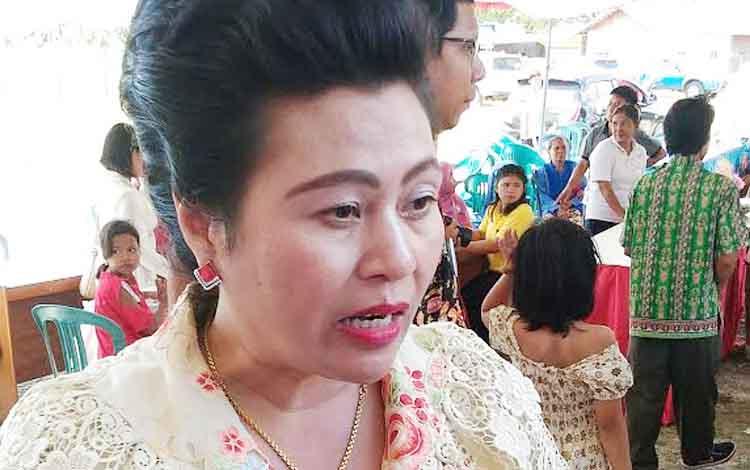 Anggota DPRD Gumas, Pendeta Rayaniatie Djangkan.