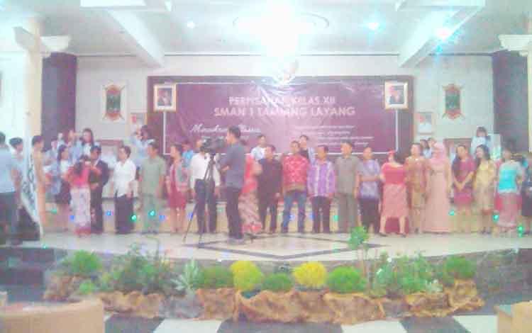 Suasana merimah mewarnai acara perpisahan siswa SMAN 1 Tamiang Layang, Kabupaten Barito Timur