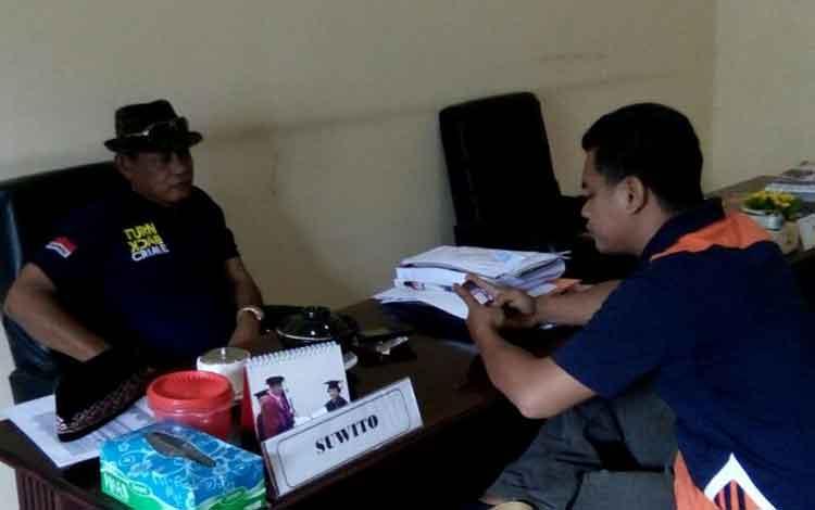 Anggota DPRD Lamandau, Suwito, saat memberikan penjelasan tentang adanya penjualan pupuk bersubsidi yang dijual di atas HET.