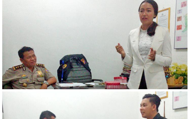 Daniel (kanan bawah) dan Kartika (kanan atas) saat mengikuti uji tes lisan dihadapan Kabid Humas Polda Kalteng, AKBP Pambudi Rahayu
