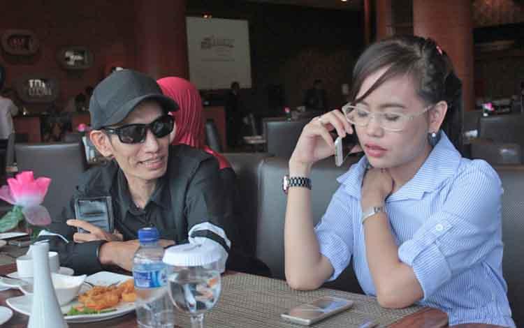 Direktur PT Putra Rafi Kreasi, Dadang Nekad saat menyampaikan keberatan terkait keberadaan pameran bayangan, Kamis (19/5/2017).