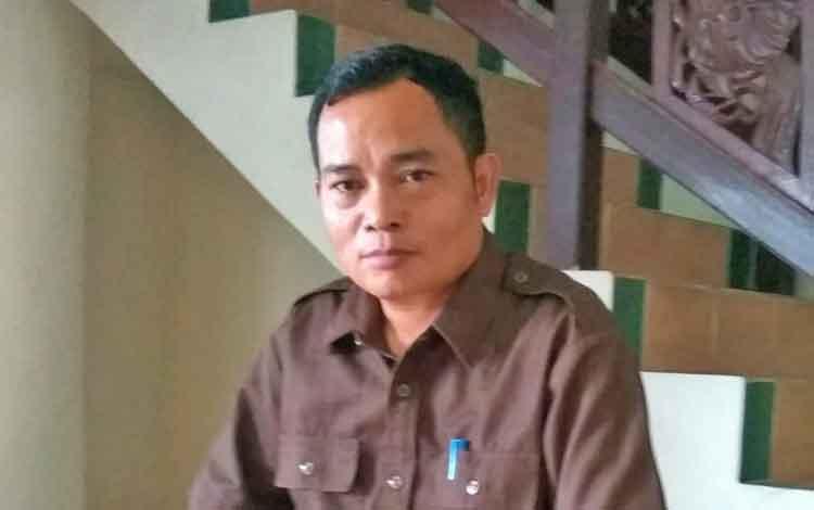 Anggota DPRD Bartim, Embut.