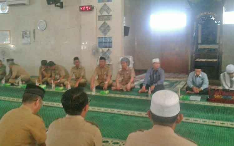 Jajaran Pemkab Seruyan saat menggelar siraman rohani dihadiri di masjid Agung Nurul Yaqin Kuala Pembuang, Selasa (4/7/2017) pagi.