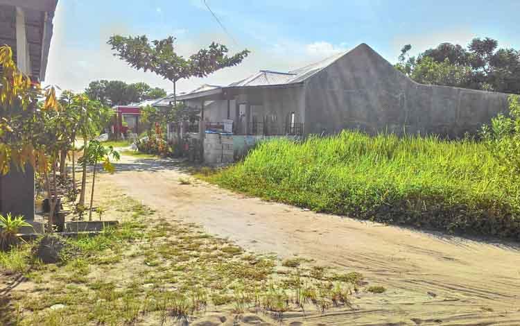 Salah satu lahan tidur yang tidak dioleh warga di kawasan Jakan Tingang, Kecamatan Jekan Raya