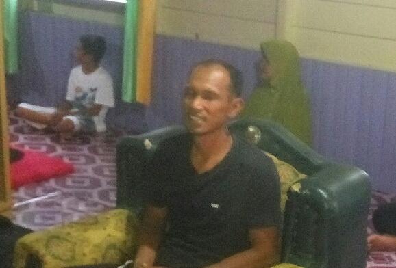 Syahruni, orangtua murid SD yang menjadi korban pemukulan oknum anggota Sabhara Polres Kobar.