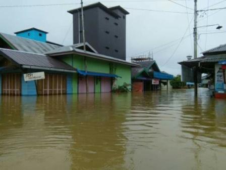 Rumah warga Desa Samba Bakumpai, Kecamatan Katingan Tengah, terendam banjir.