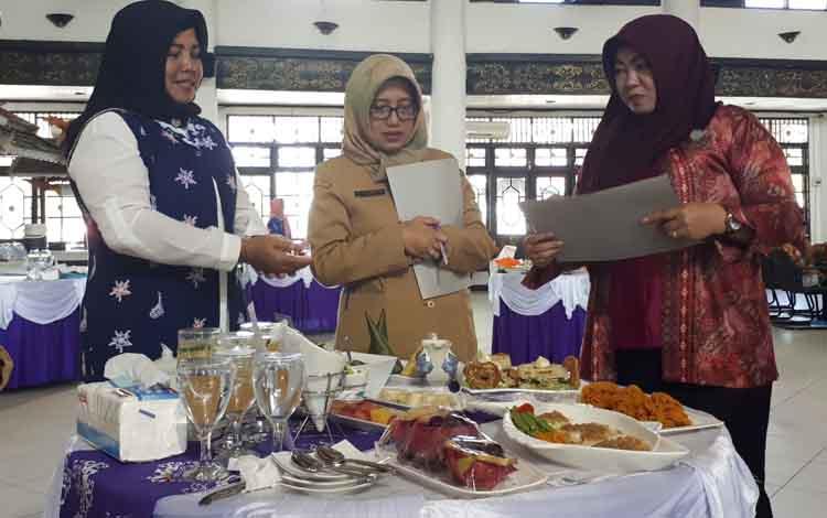 Lomba masak cipta menu B2SA, di Gedung Serbaguna Sampit, Senin (17/7/2017)