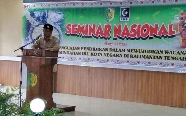 Menteri Pendidikan dan Kebudayaan Muhadjir Effendy saat membuka seminar nasional di rujab Wali Kota Palangka Raya, Senin (17/7/2017)