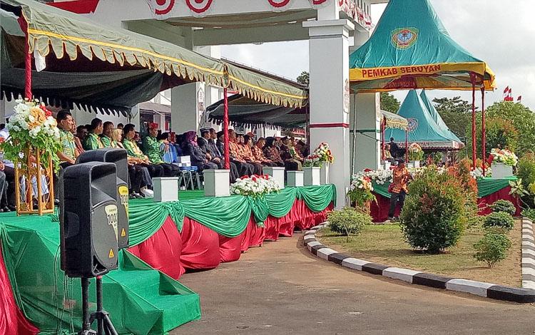 Para tamu undangan saat menghadiri upacara peringatan hari ulang tahun Kabupaten Seruyan ke-15, Sabtu (5/8/2017)