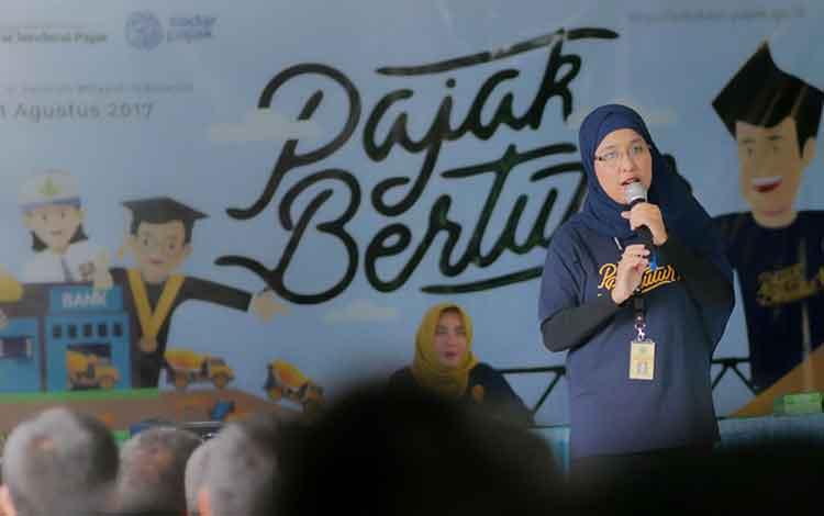 Sebanyak 460 siswa yang tersebar di SMA Negeri 1 Pangkalan Bun, SMP Negeri 1 Arut Selatan, dan SD Negeri 3 Pasir Panjang, mengikuti kegiatan Pajak Bertutur yang diselenggarakan oleh KPP Pratama Pangkalan Bun, Jumat (11/8/2017).