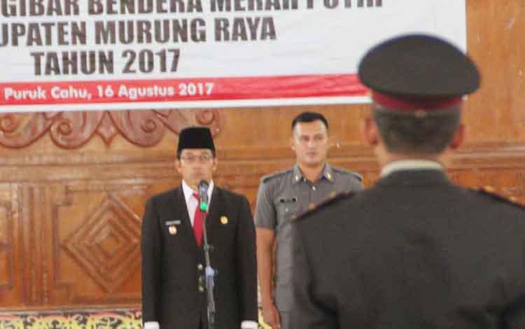 Bupati Murung Raya saat pengukuhan anggota Paskibra di GPU Tira Tangka Balang, Rabu (16/8/2017).