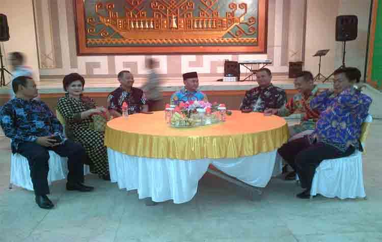 Gubernur Kalteng Sugianto Sabran bersama Bupati Barito Selatan, Eddy Raya Samsuri dan Wakilnya Satya Titiek Atyani Djoedir, Minggu (20/8/2017) malam