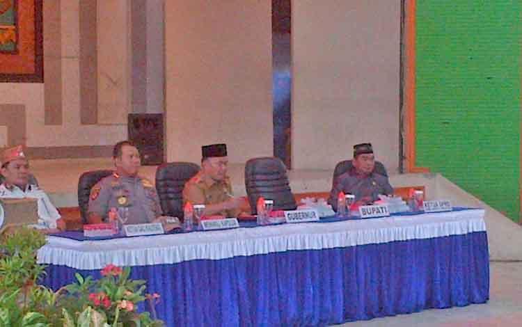 Gubernur Kalteng, Sugianto Sabran saat pertemuan dengan ASN di lingkup Pemkab Barsel, Rabu (23/8/2017).