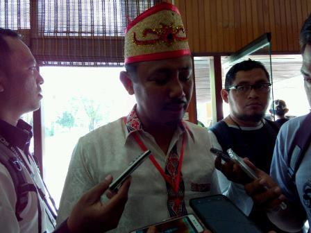 Bupati Barito Selatan Eddy Raya Samsuri memberikan keterangan kepada wartawan di Palangka Raya, Sabtu (26/8/2017).