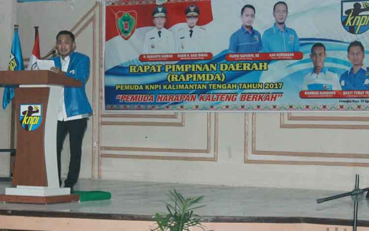 Ketua DPD KNPI Kalteng, Fairid Naparin menyampaikan paparannya.