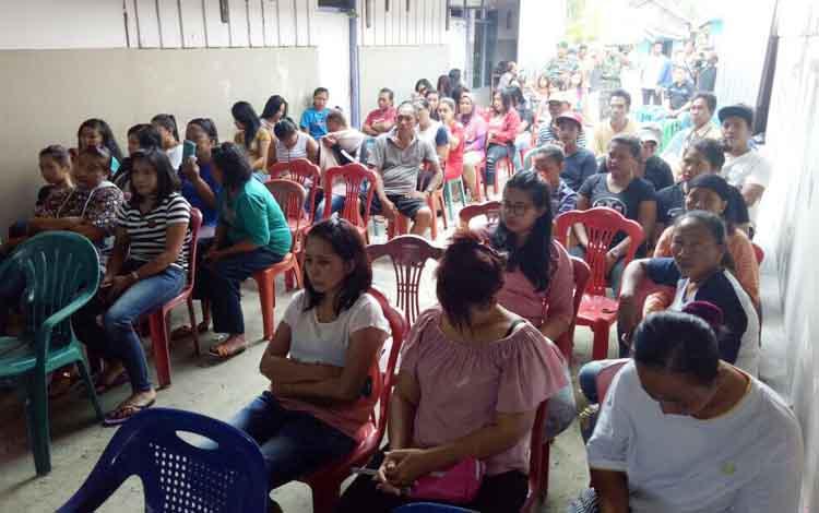 Ratusan warga dilokasi prostitusi Dukuh Mola mendapatkan pencerahan dari Kodim 1014 Pangkalan Bun, Senin (29/8/2017)