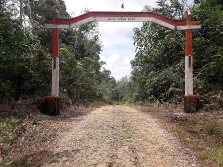 Gerbang Desa Puruk Batu, Kecamatan Tanah Siang, Kabupaten Murung Raya.