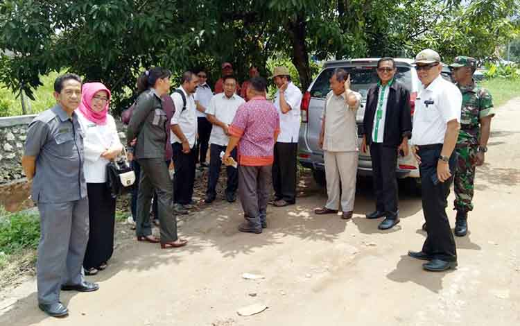 Anggota dewan dari Dapil II Kota Palangka Raya saat melakukan reses