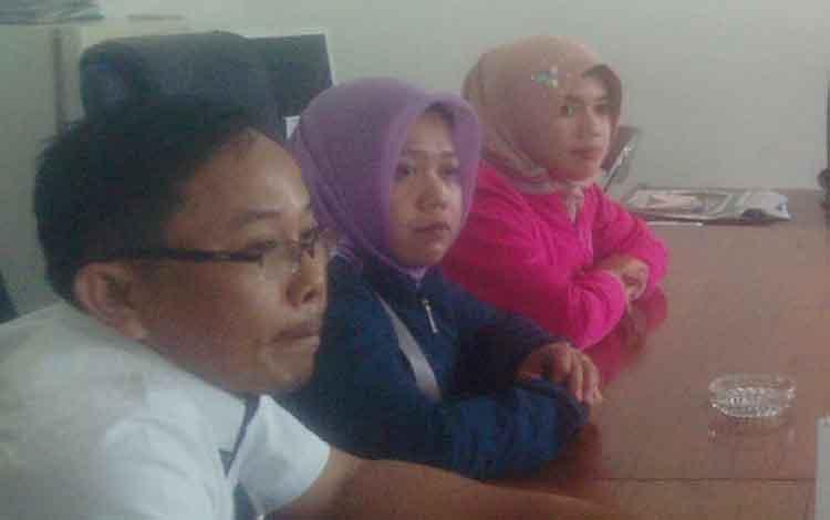 Saat para guru K2 menyampaikan keluham mereka di ruang Komsi IV DPRD Kapuas