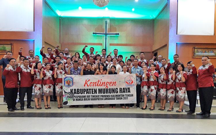 Seremonial pelepasan kontingen Pesta Paduan Suara Gerejawi yang akan berlaga di Nanga Bulik, Kabupaten Lamandau, di Gereja Ekklesia, Selasa (12/9/17) malam.