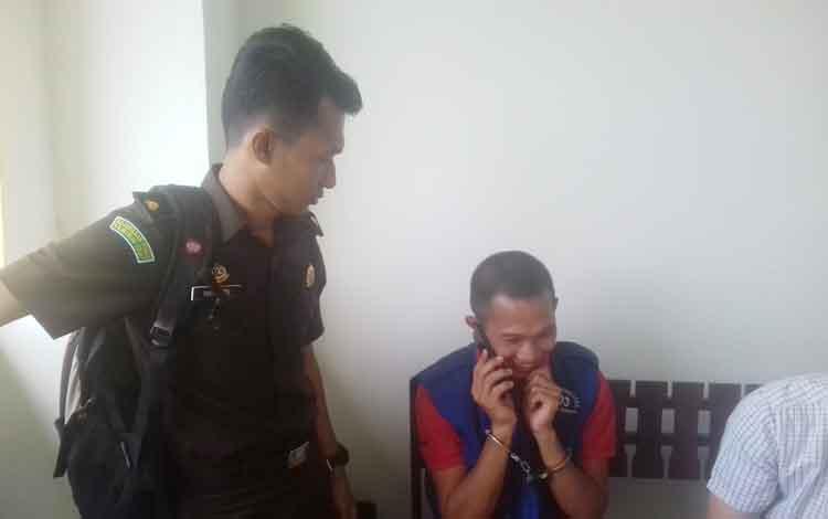 Prinayadiy alias Prima terdkawa kasus BBM saat bersama JPU Lilik Haryadi.