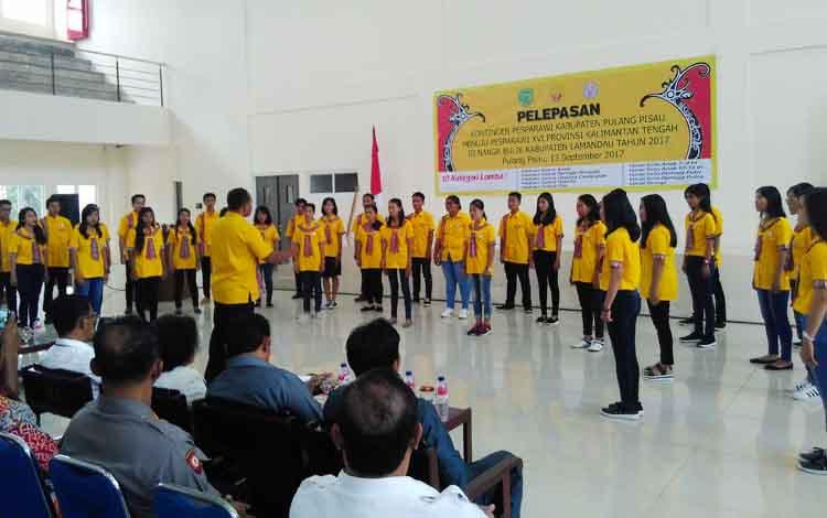Peserta pesparawi Pulang Pisau tampil saat pelepasan di Aula Pemkab Pulang Pisau.