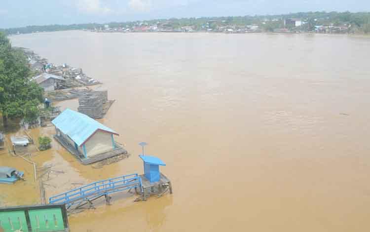 Kondisi air Sungai Katingan sekitar Jembatan Kasongan, Kamis (14/9/2017).
