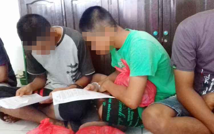 Muhammad Nur Saputra alias Putra (16), Muhammad Jepry Setiawan (16)