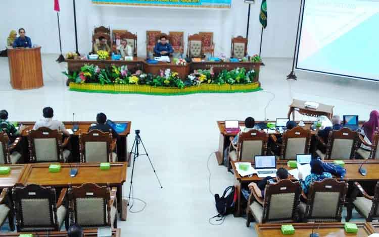 Uji publik 5 Raperda yang digelar DPRD Pulang Pisau.