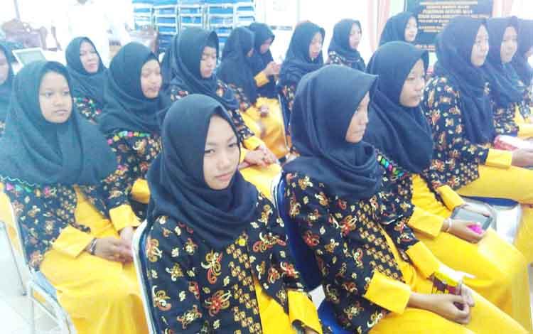 Peserta FSQ Pulang Pisau saat mengikuti acara pelepasan, sebelum berangkat ke Muara Teweh.