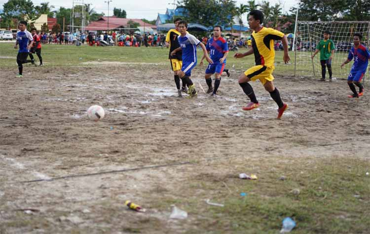 Pertandingan antara tim futsal PWI Gumas melawan tim Dinas PU, Kamis (12/10/2017) sore