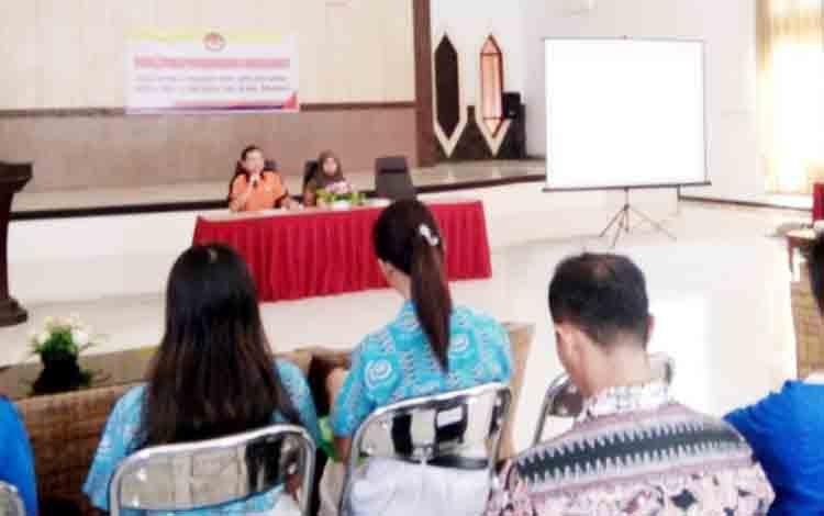 Ketua dan komisioner Panwaslu Lamandau saat mengisi kegiatan sosialisasi pemilu partisipatif di aula Bappeda, Kamis (16/11/2017)
