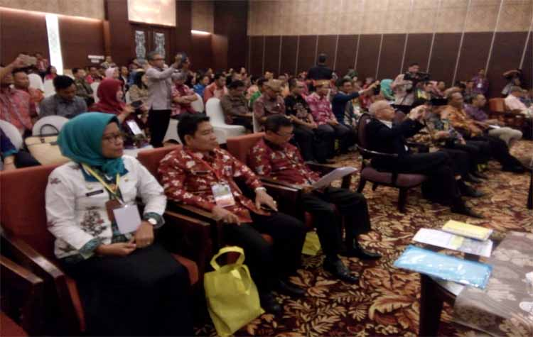 Para pejabat Pemerintah Kota Palangka Raya dan Provinsi Kalimantan Tengah serta para akademisi mengikuti seminar nasional pemindahan Pemerintahan RI, Jumat (15/12/2017) pagi ini