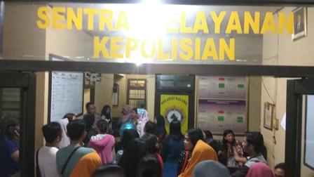Puluhan ibu serbu Polsek Ketapang, Kotawaringin Timur, Senin (8/1/2018) malam. Mereka bermaksud melaporkan investasi bodong.