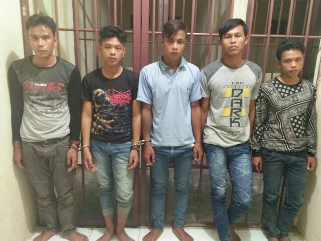 Lima pemuda ini ditangkap anggota Polsek Marikit Kabupaten Katingan karena mencoba membobol gedung s