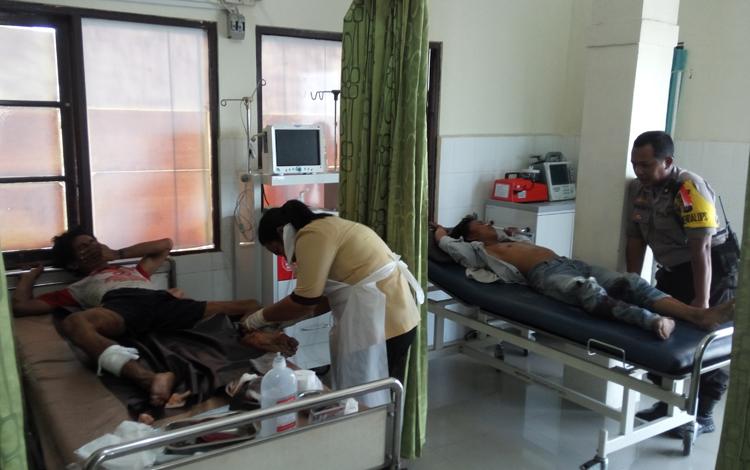 Terduga komplotan pencuri sapi menjalani perawatan di Rumah Sakit Bhayangkara, Palangka Raya, akibat mengalami luka tembak, Jumat (9/3/2018).