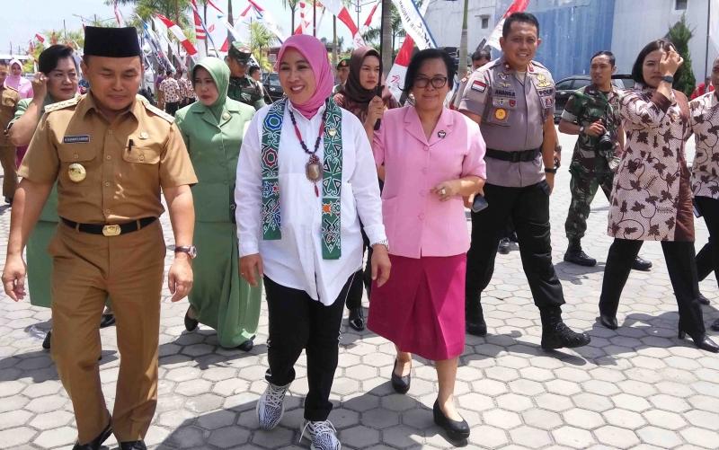 Istri Kapolri bersama Istri Kapolda Kalteng didampingi Kapolda dan Gubernur Kalteng, Selasa (13/3/2018).