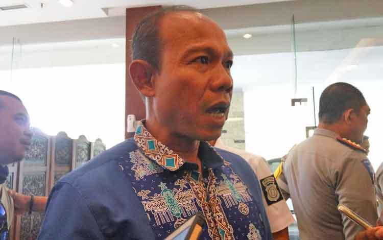 Direktur  Reserse Narkoba Polda Kalteng Kombes Pol Agustinus Suprianto memberikan keterangan kepada