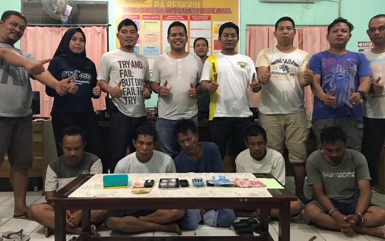 Polisi Ciduk Lima Anggota Komplotan Pengedar Sabu Asal Kumai