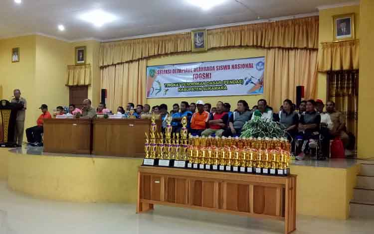 Pembukaan kegiatan O2SN tingkat Pendidikan Dasar Kabupaten Sukamara.