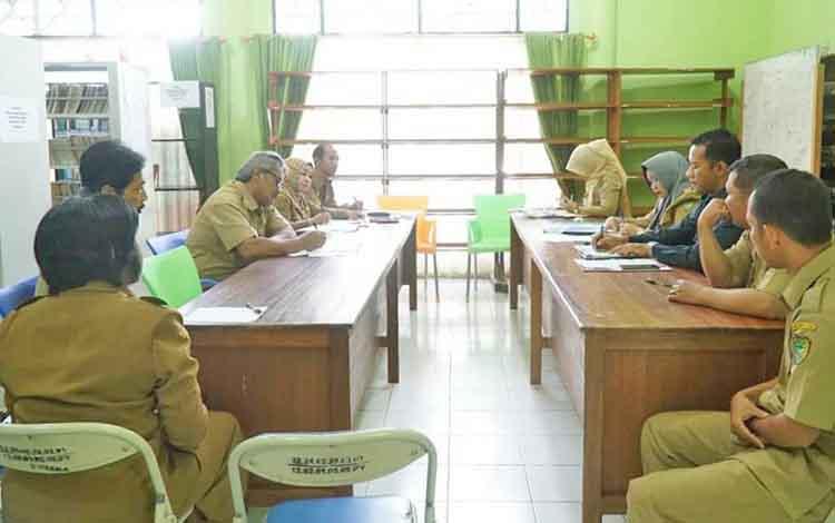 Jajaran Dinas Kearsipan dan Perpustakaan Kabupaten Barito Utara menyelenggarakan rapat persiapan Rakor Bidang Perpustakaan tingkat Provinsi Kalimantan Tengah, Senin (16/4/2018).