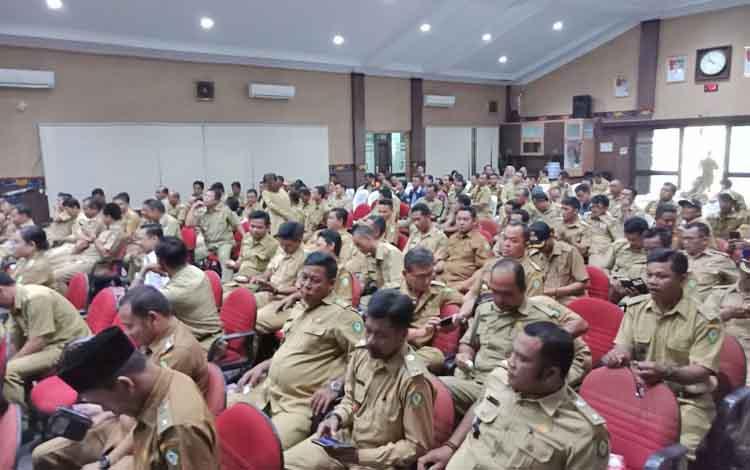 Rapat kerja di DPRD Kotim dengan pemkab, aparatur kecamatan, hingga desa.
