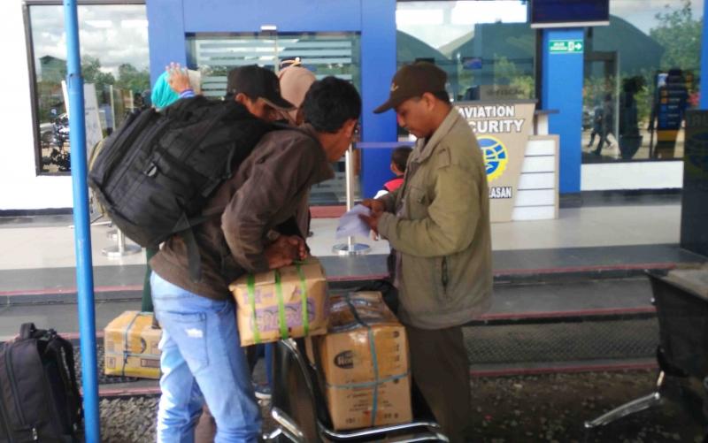 Calon penumpang di Bandara H Asan Sampit.