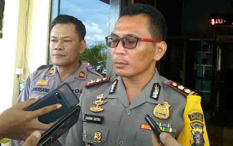 Kapolres Katingan, AKBP E Dharma B Ginting memberikan keterangan kepada wartawan.