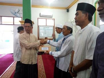 Pengurus ibadah diharapkan tidak langsung mengajukan proposal bantuan hibah ke provinsi, diharapkan untuk diserahkan ke pemerintah daerah setempat.