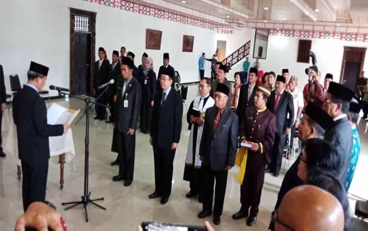 Walikota Palangka Raya, Riban Satia melantik pejabat eselon II, Jumat (8/6/2018)